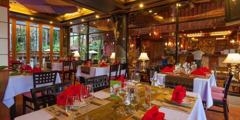 royal_phawadee_village_restaurants02